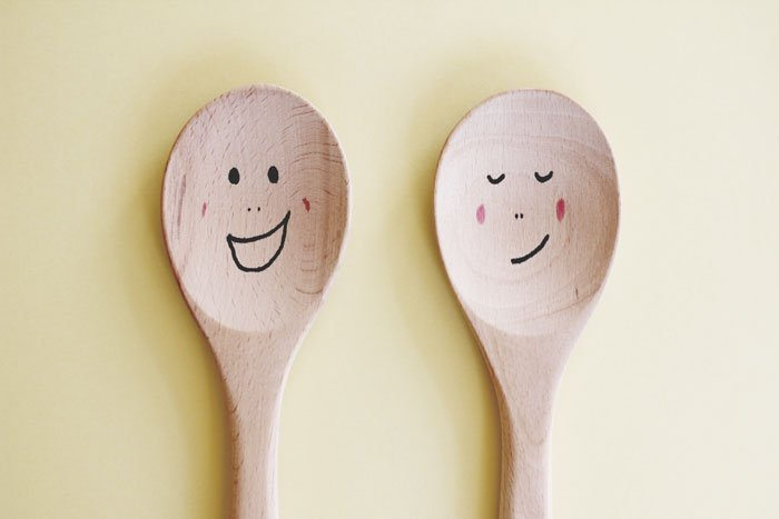 simple spoon puppets
