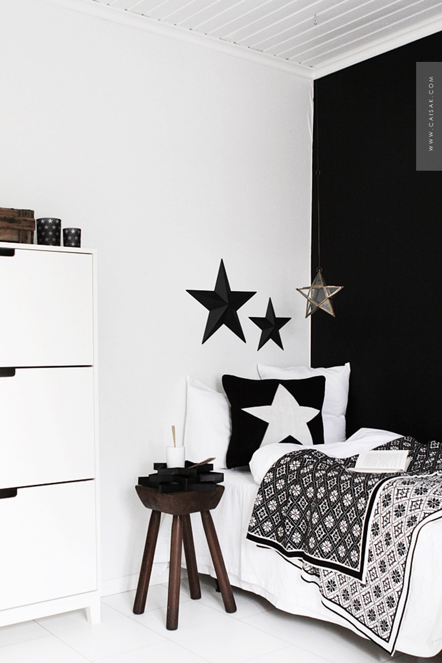 10 black and white kids rooms tiny little. Black Bedroom Furniture Sets. Home Design Ideas
